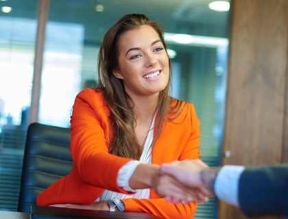 How to Interview Candidates Effectively [8 Actionable Tips]